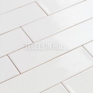 Langwerpige strakke witjes 7,5x30 cm handvorm wandtegel glans wit